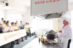 去厨师培训学校学费贵不贵,要多少钱?