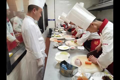 """学生风采丨新东方烹饪""""小白""""的成长蜕变史"""