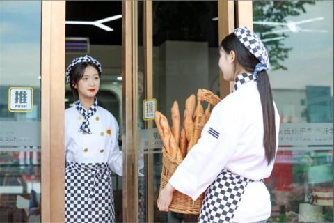 多少岁适合学厨师?来邯郸新东方烹饪学校各个年龄层次都可以!