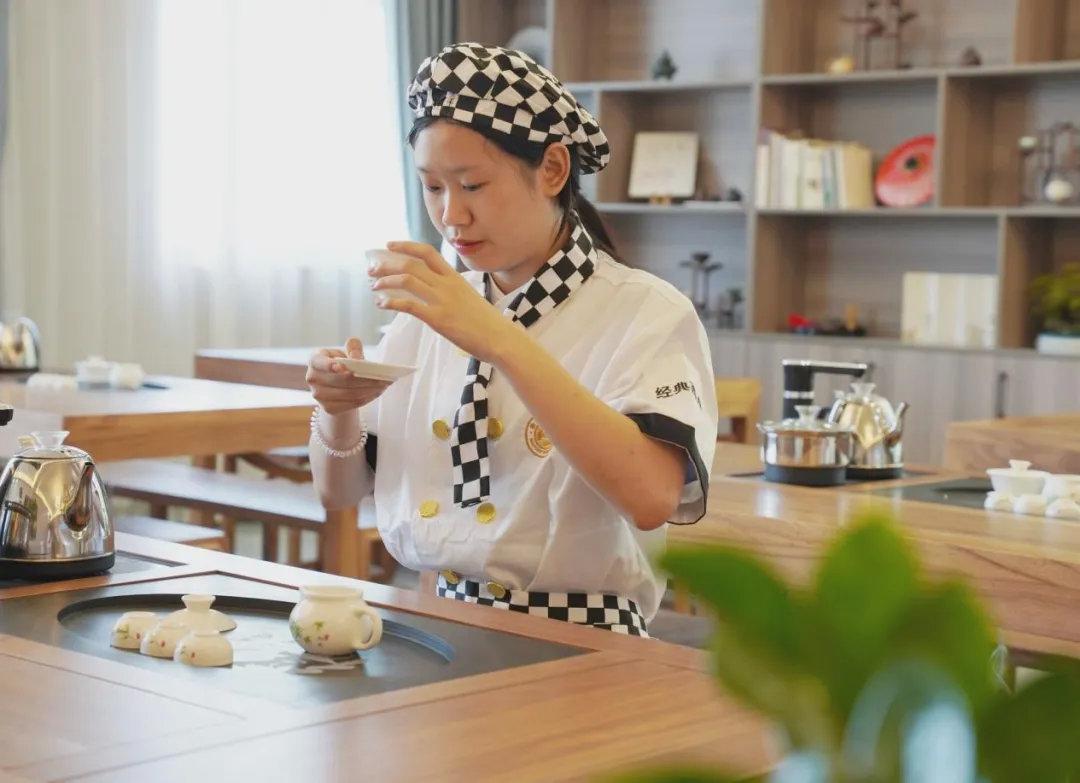 邯郸新东方烹饪学校第二批学籍注册火热进行中,现在报名可享助学金!